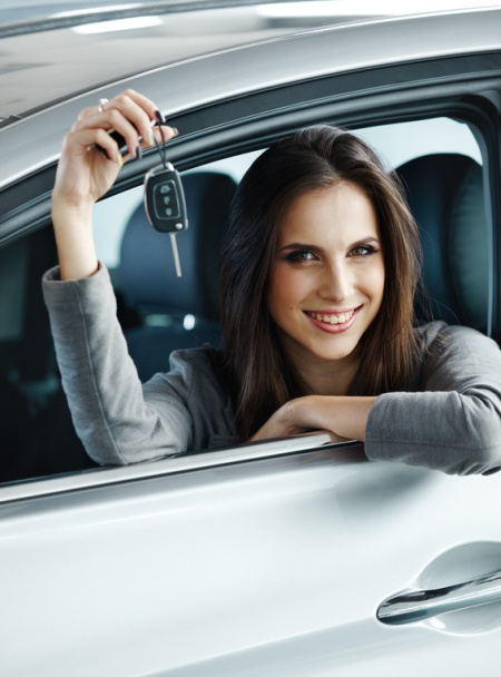 nauka jazdy bielsko kobieta z kluczykiem